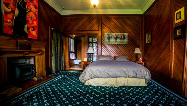 The Grand Bedroom, luxury bed & breakfast accommodation, Takaka